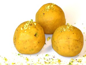 Besan K Ladoo at DesiRecipes.com